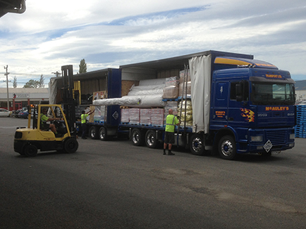 Curtainsider Trucks with tail-lifts 2